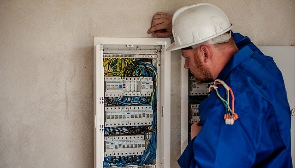electrician-2755683_640